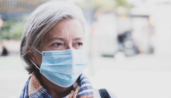 Frau mit Mund-Nasenschutz © fabio, stock.adobe.com