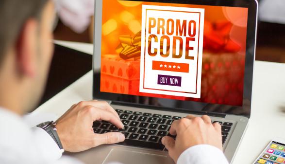 Mann verwendet online Promocode © georgejmclittle , stock.adobe.com