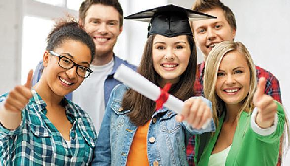 Freude über den Hochschulabschluss weicht für immer mehr junge Erwachsene dem Frust am Arbeitsmarkt © Syda Productions, fotolia.de