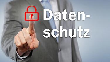 Schriftzug Datenschutz auf Glaswand © MK-Photo, stock.adobe.com