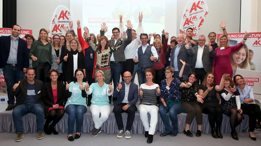 Glückliche Aussteller mit AK Team © -, Cityfoto.at