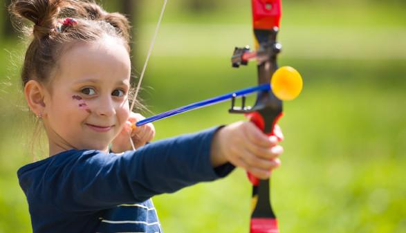 Kind beim Bogenschießen © GoodMoments, stock.adobe.com