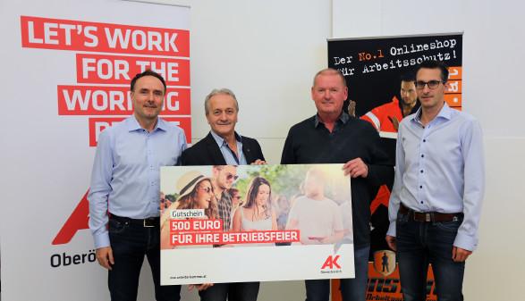 Preisübergabe: Gewinn für Beschäftigte der Konstant GmbH  © A. Ecker, Arbeiterkammer Oberösterreich