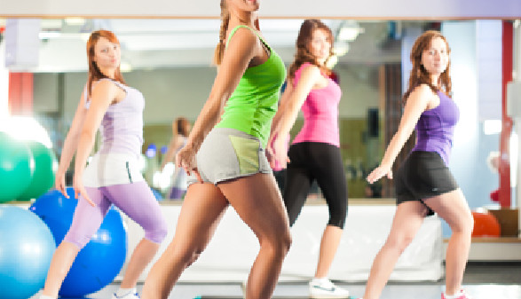 Frauen beim Fitnesstraining © Kzenon, Fotolia