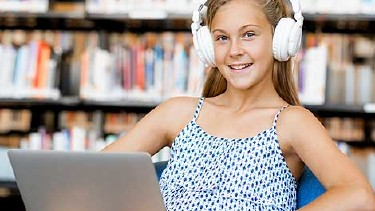 Mädchen hört ganz entspannt ein Audio-Book © Sergey Nivens, Fotolia.com