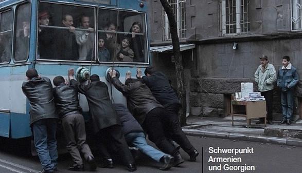 Männer schieben Bus an © -, filmtagelinz.kukuroots.at