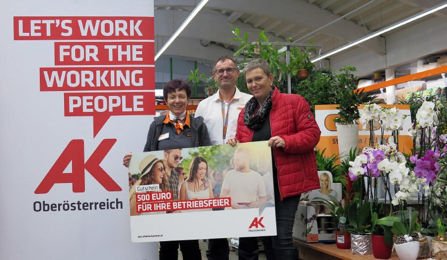 Preisübergabe: Gewinn für Beschäftigte von OBI Baumarkt © G. Rachbauer, Arbeiterkammer Oberösterreich