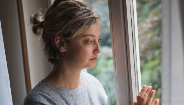 Leidende Frau © Paolese, adobe.stock.com