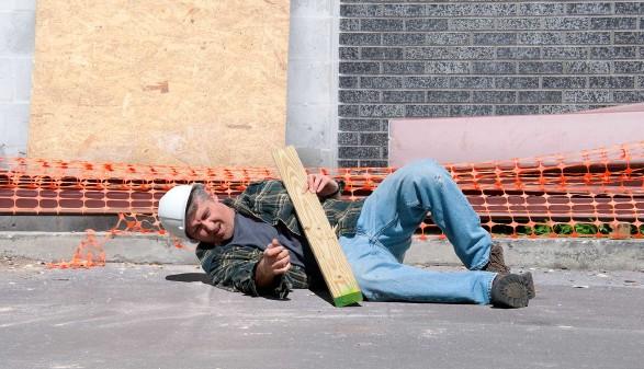 Bauarbeiter ist auf der Baustelle gestürzt © mokee81, stock.adobe.com