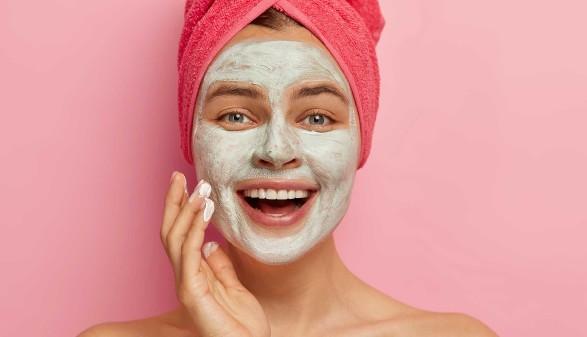 Frau mit Gesichtsmaske © Wayhome Studio, stock.adobe.com