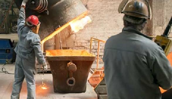 Zwei Schichtarbeiter in der Gießerei © industrieblick, Fotolia.com