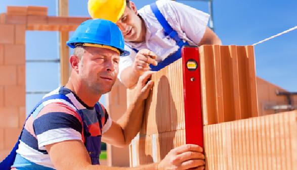 Bauarbeiter arbeiten auf einer Baustelle © Kzenon, fotolia.com