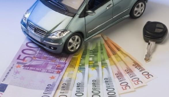 Auto, Autoschlüssel und Geldscheine © Eisenhans, Fotolia.com