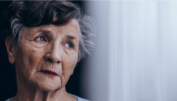Alte Frau schaut ins Leere © Photographee.eu , stock.adobe.com